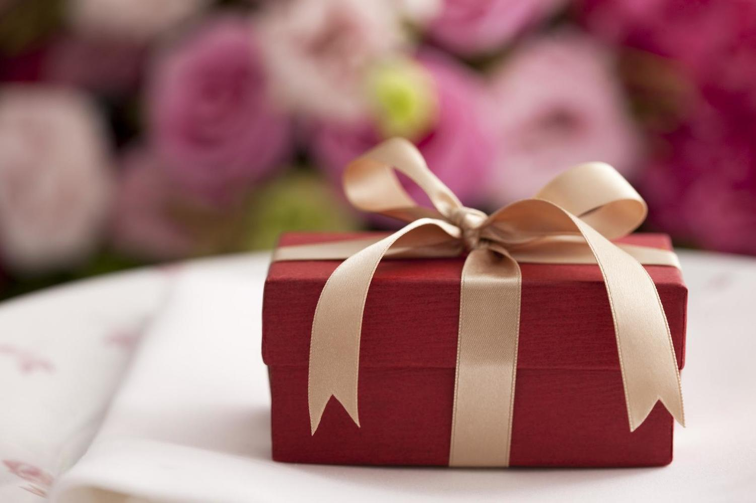 Wedding Gift Etiquette Late : Wedding Etiquette Checklist for Guests