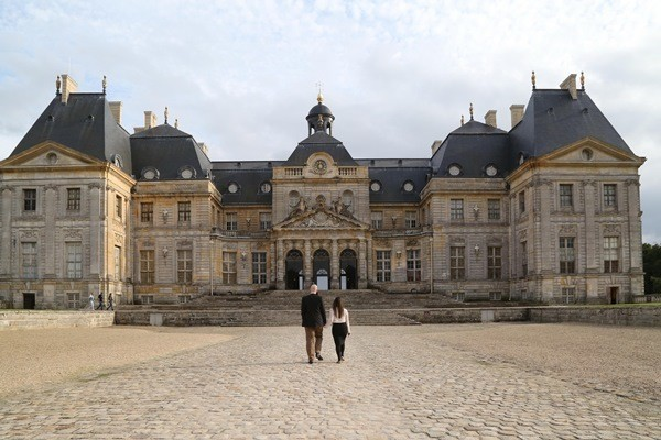 Approaching the chateau Vaux Le Vicomte.