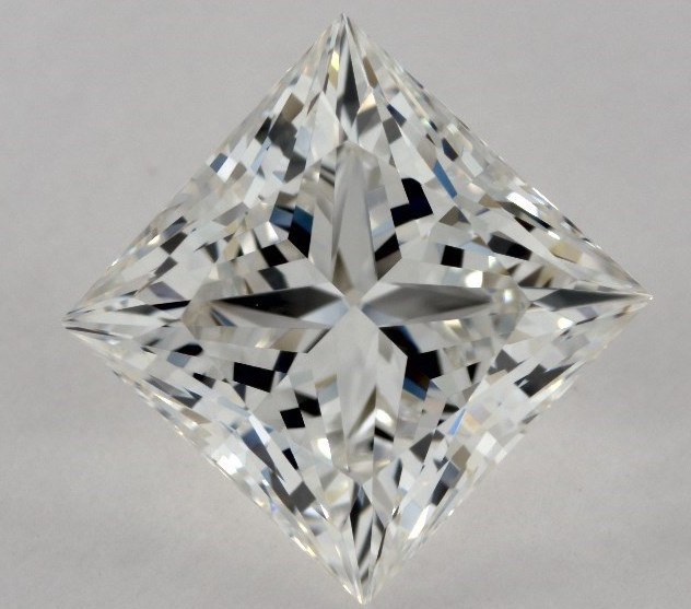 Princess Cut vs. Round Cut Diamond
