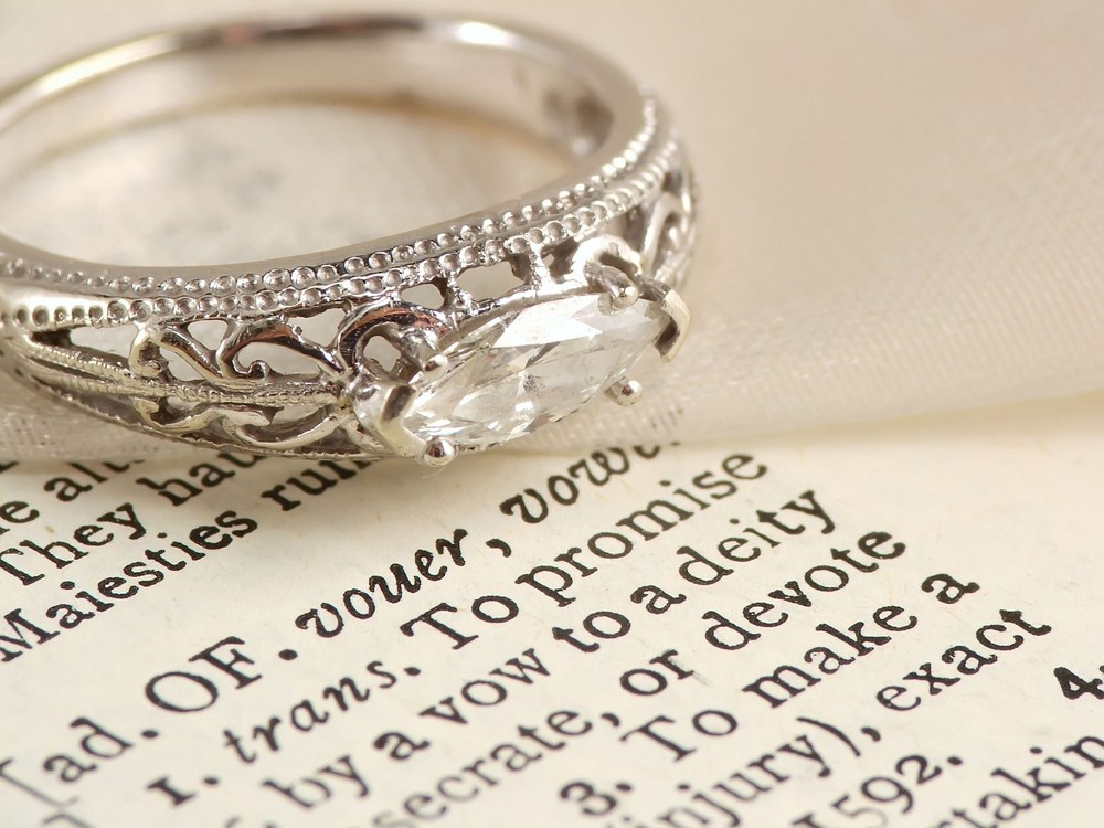 difference between an engagement and a promise ring