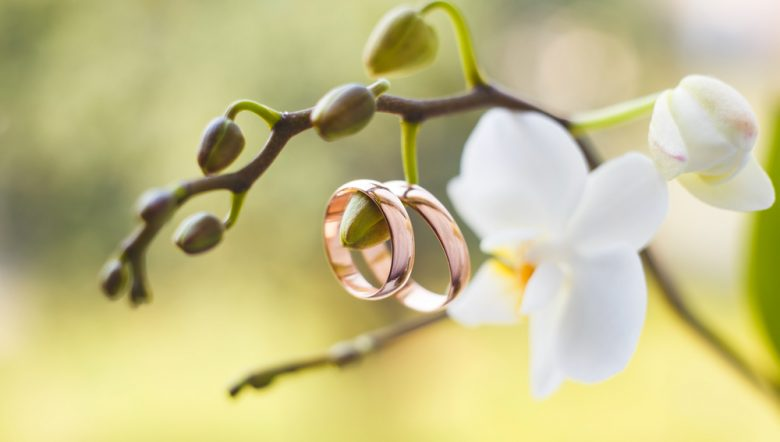 gold wedding ring for her