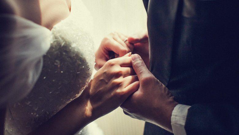 wedding-hand-holding