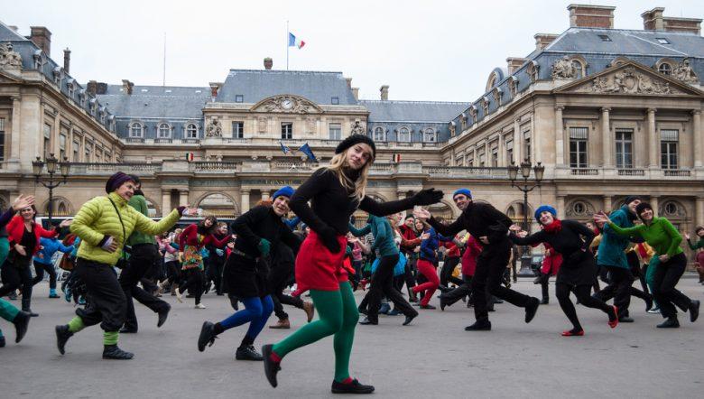 paris-december-9-people-dance-palais