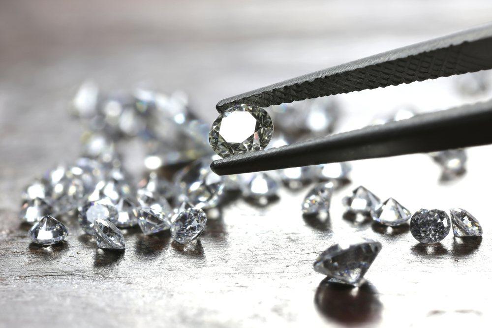 Difference Between Cubic Zirconia vs. Diamonds
