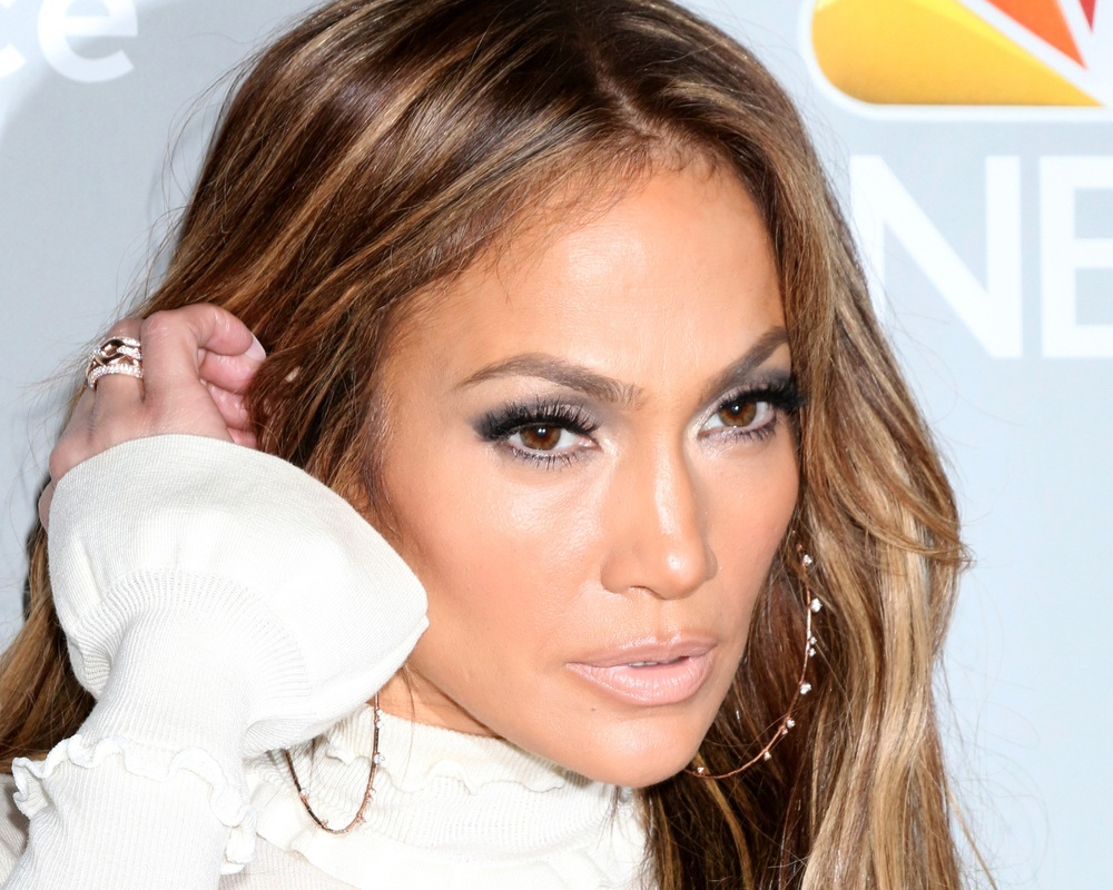 Celebrity Jennifer Lopez wearing hoop earrings