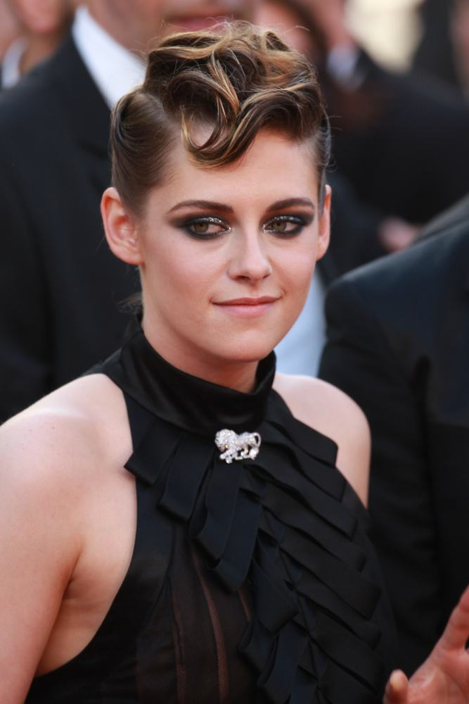Kristen Stewart wearing a brooch, celebrity jewelry