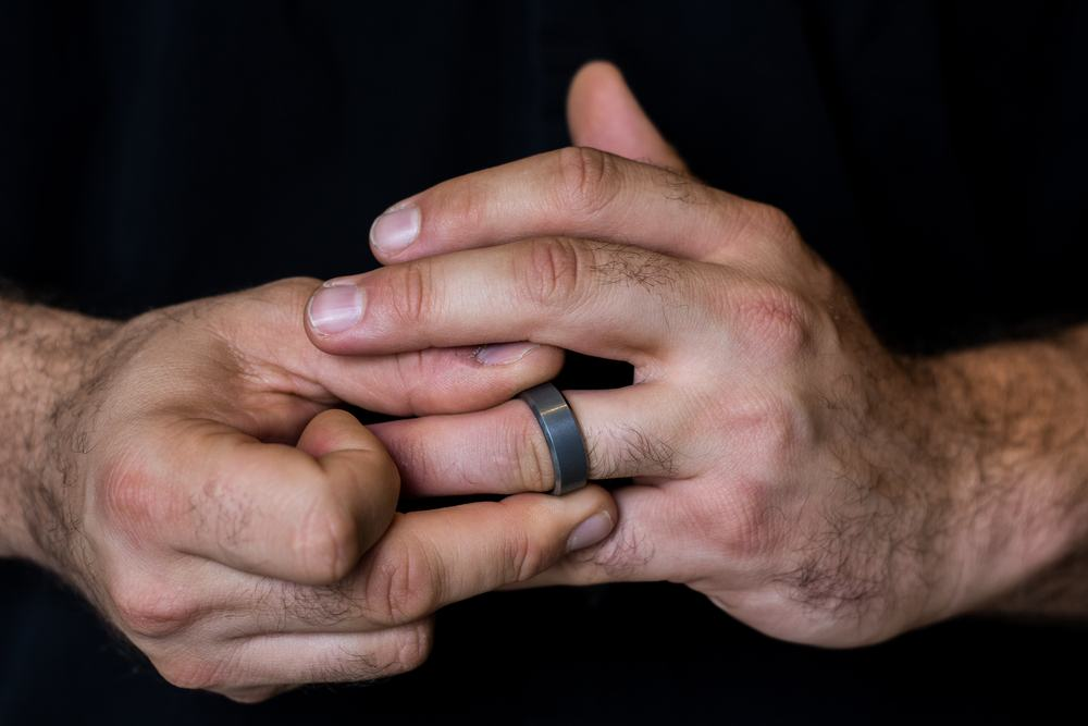 A black metal men's wedding band