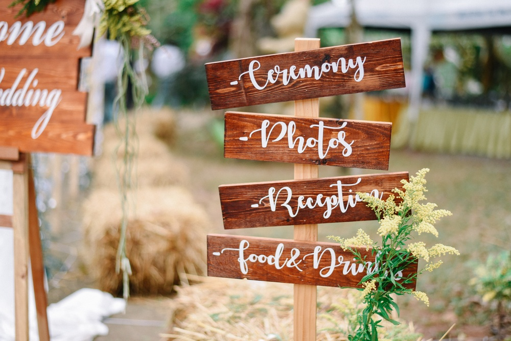 Rustic signs add charm and country chic elegance for the perfectly dreamy DIY elegant backyard wedding.