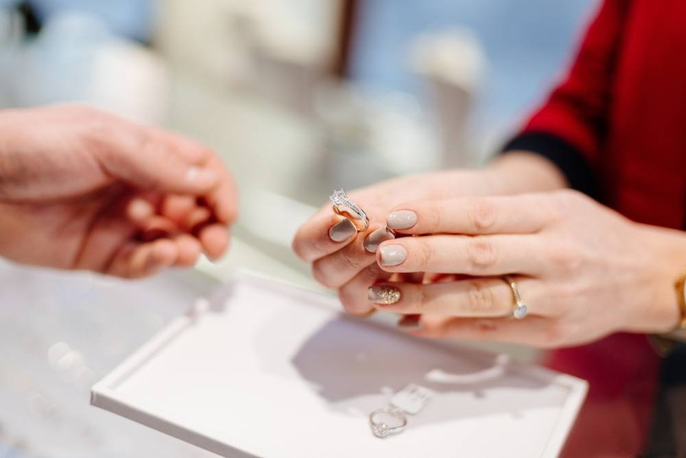How to shop for diamond engagement rings